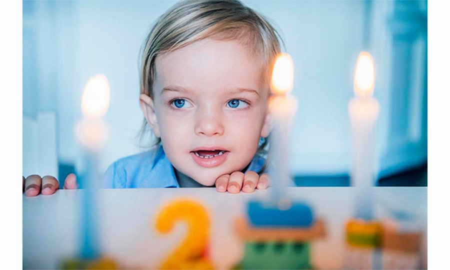 The young Prince, who was born two days after his maternal uncle Prince Carl Philip and aunt Princess Sofia's 2015 royal wedding in Stockholm, look bright-eyed at his candles. 
