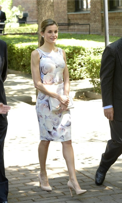 Style that keeps on giving! Queen Letizia's floral BOSS dress made its seventh appearance during her Residence of Students board meeting. 