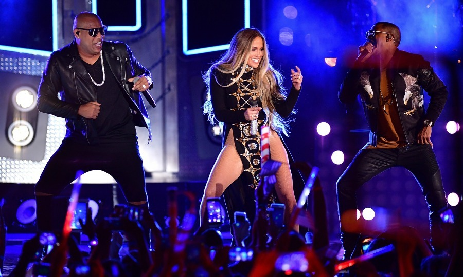 Jennifer Lopez brought the fireworks during a performance of her brand new single <i>Ni Tu Ni Yo</i> during the Macy's Fourth of July Firework show in NYC on July 4. 