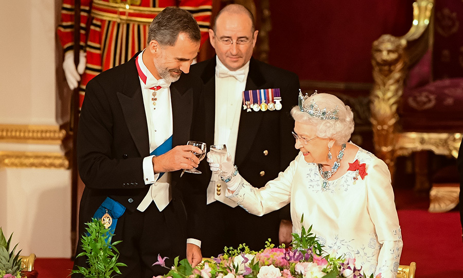 Queen Elizabeth and King Felipe shared a traditional toast during the dinner. 