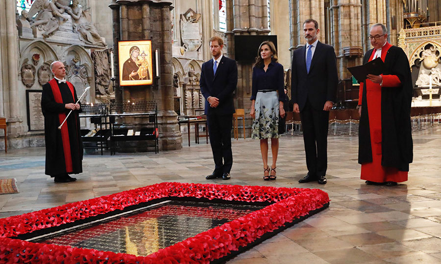 Joined by the Dean of Westminster Dr John Hall, Prince Harry, Queen Letizia and King Felipe paid their respects beside the grave of the Unknown Warrior inside the Abbey. 