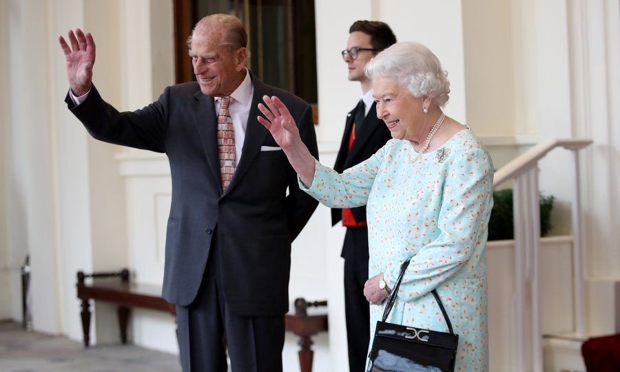 ¡Adios! Queen Elizabeth and Prince Philip gave a final wave to the royals as they headed off to their next engagement of their last day. 