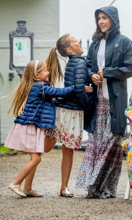 Sisterly love! Princess Isabella received a warm hug from her little sister Princess Josephine at Grasten Slot.