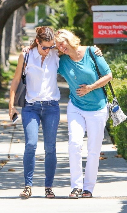 Jennifer Garner and Ben Affleck's mom, Christine Anne Boldt, were all smiles as they strolled through L.A. together on August 1.