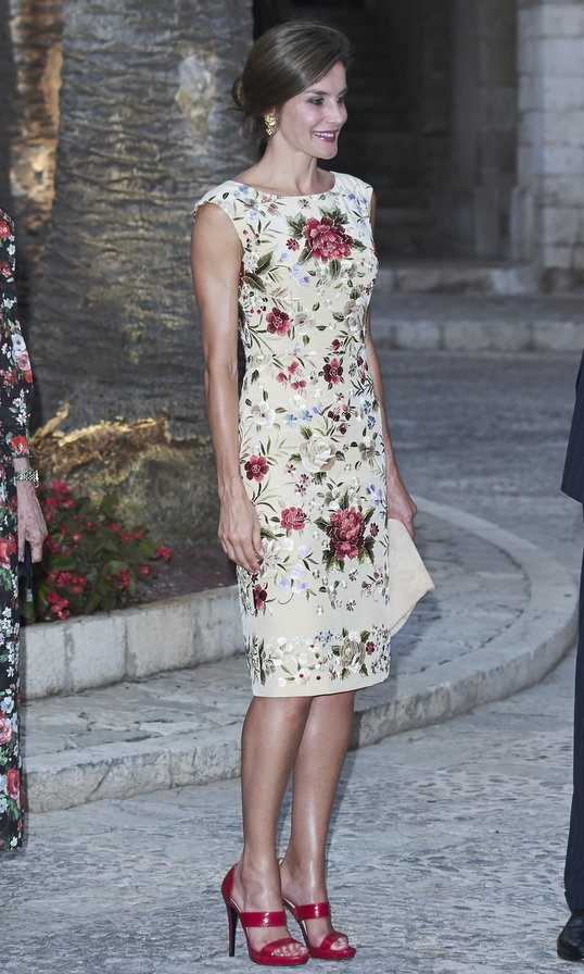 The Spanish queen wore a floral embroidered dress and some red hot sandals for a dinner held at Almudaina Palace in Palma de Mallorca on August 4. 