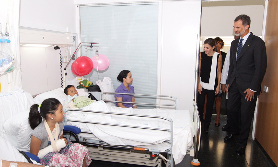 "Letizia and Felipe, who are parents of two girls, stopped in to meet with patients both young and old. As previously stated, their intent was to personally express their ""affection and best wishes for recovery.""