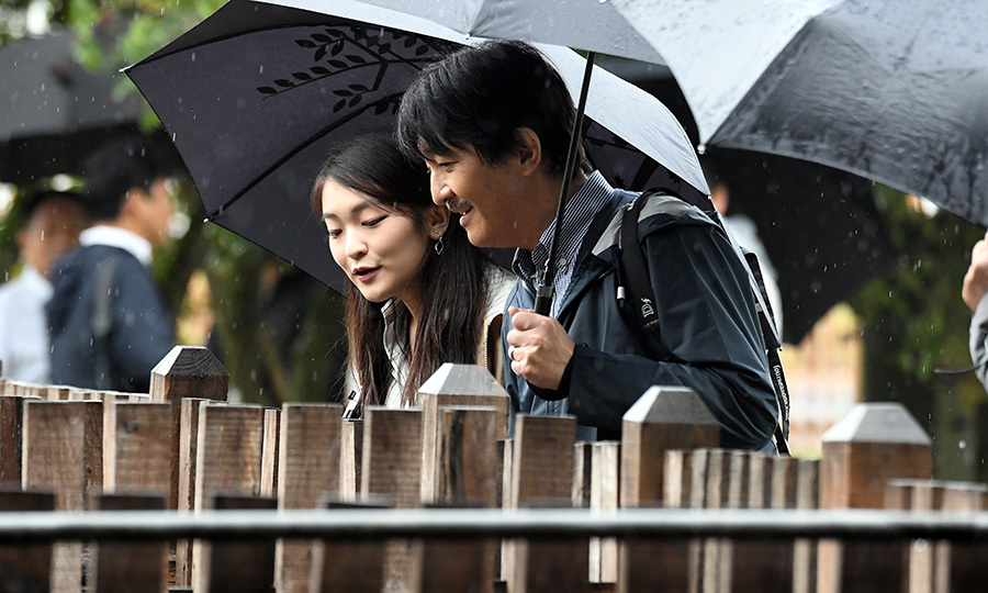 Umbrellas in hand, Princess Mako and Prince Akishino – who is also a guest professor at Tokyo University of Agriculture – checked out a pig farm while in Bugac. 