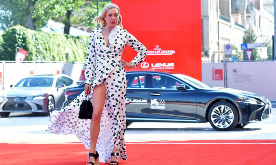 Chloe Sevigny showed off her toned legs as she arrived to her <i>Lean on Pete</i> premiere.