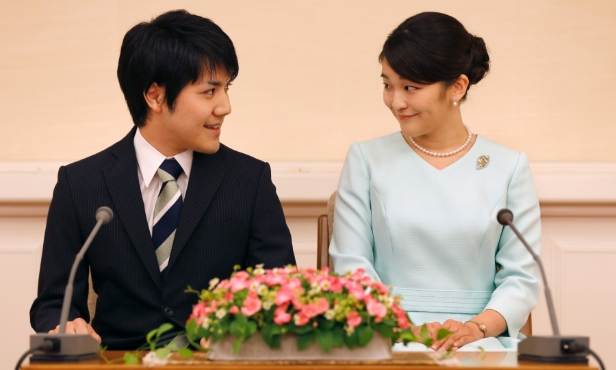 Princess Mako officially announced that she would be abandoning her throne for love! The Japanese royal smiled as she announced her engagement to fiancé law clerk Kei Komuro at the Akasaka East Residence in Tokyo on September 3. Emperor Akihito's eldest granddaughter's choice to marry a commoner cost the princess her royal status.
