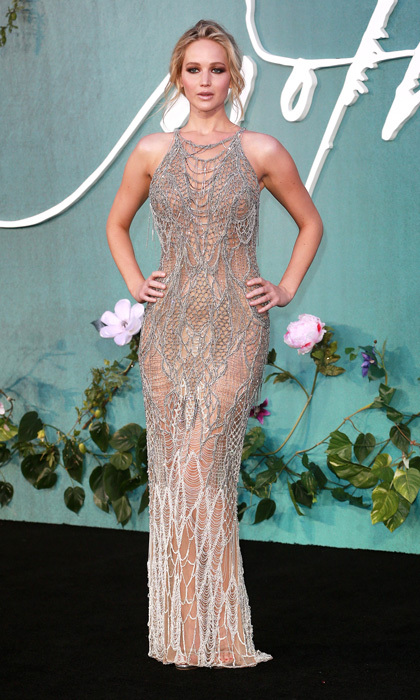 Jennifer Lawrence was the girl on fire in this Atelier Versace gown at the London premiere of <i>Mother!</i>.
