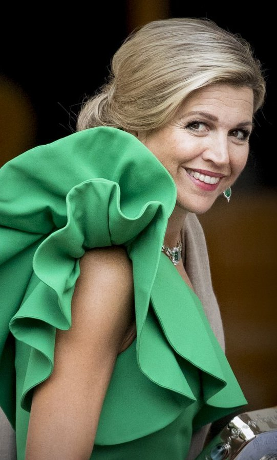 Queen Maxima of the Netherlands showed her perfected over-the-shoulder look as she arrived at Noordeinde Palace for the gala in honor of the Raad van State Council on September 13 in The Hague.