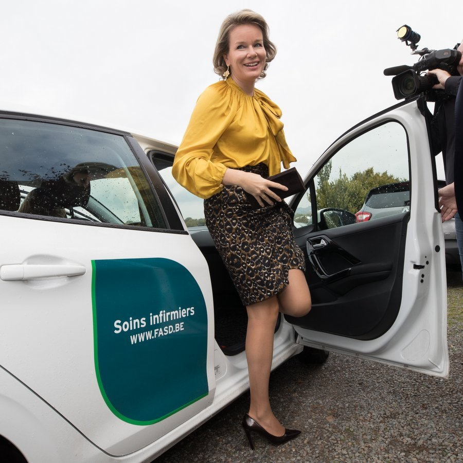 Queen Mathilde showed how to gracefully step out of a car in style! The Belgian royal was visiting the head office of the federation for 'Aide et soins a domicile' home health care organization in Jambes, Namur, in the southern region of Belgium, on October 13.