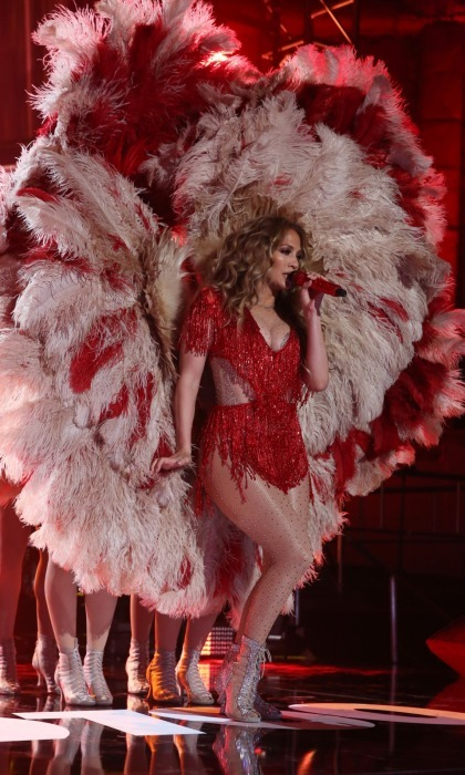Jennifer was red hot as she sparkled during her dance-inducing performance of 'Let's Get Loud'.
