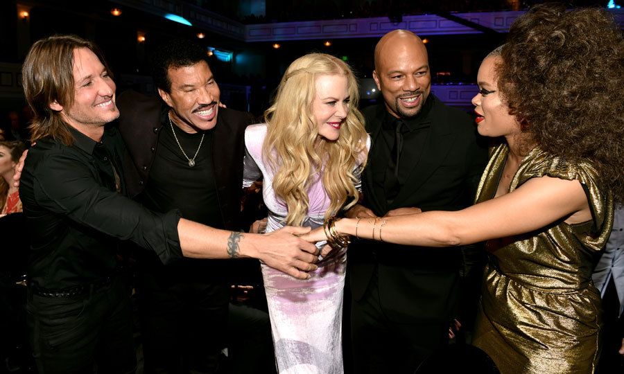 Keith Urban, Lionel Richie, Nicole Kidman, Common and Andra Day made for quite the A-list group hug at the CMT Artists of the Year show in Nashville.