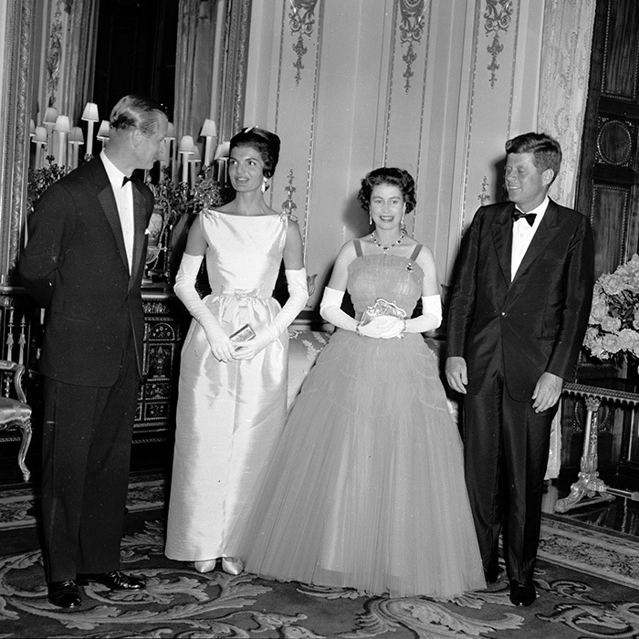 <b>JACQUELINE KENNEDY AND QUEEN ELIZABETH II</B>