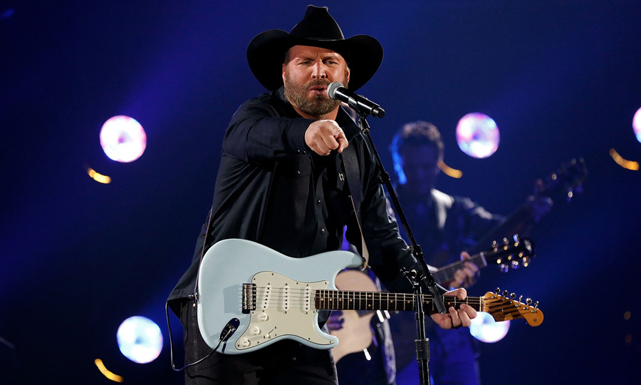 "Garth Brooks won Entertainer of the Year at the 2017 CMAs. He was presented the honor by Reba McEntire to which he said: ""Getting this presented to me by the entertainer of a lifetime, I thank you.""