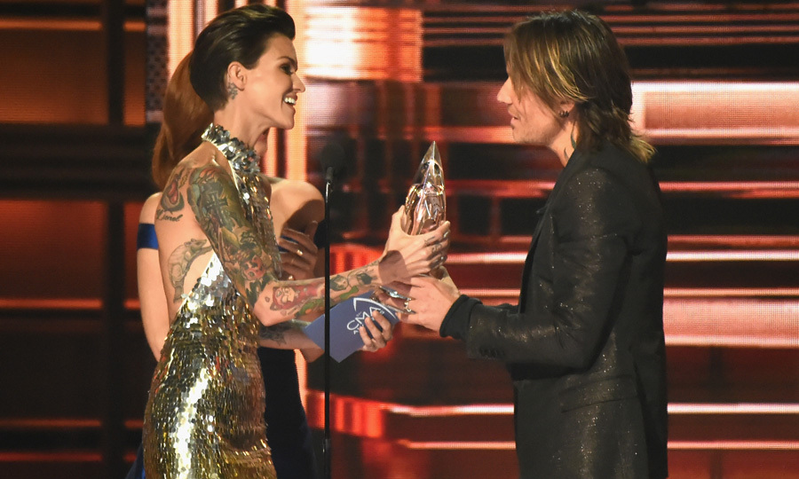Keith Urban accepted his award from fellow Aussie Ruby Rose during the show. One of the bigger moments of the evening came when the father-of-daughters performed his new song <i>Female</i> that takes a powerful stance against objectifying women and disrespecting them.  