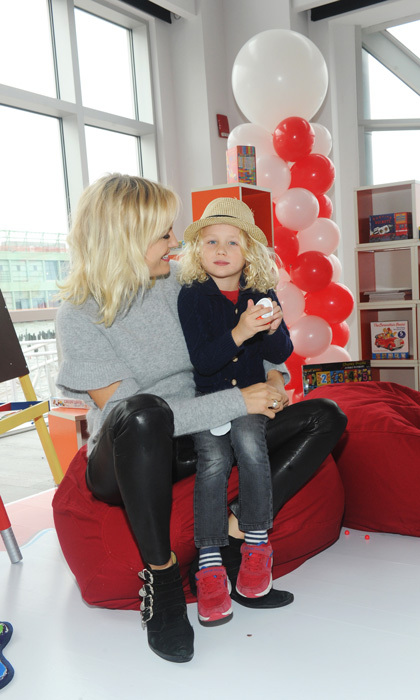 Malin Akerman brought her sweet son Sebastian Zincone to the launch of Kinder Joy United States in NYC. The newly engaged actress and her four-year-old handed out the chocolate treats to kids and parents at the event. 
