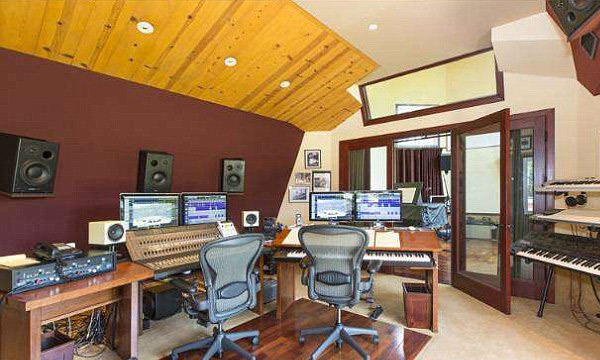 The home's recording studio is left behind by its previous owner, Emmy Award-winning composer David Kurtz. (Image: MLS)