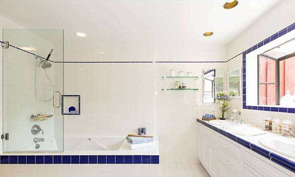 A blue-and-white subway tile bathroom is a nice nod to the famous Cape Cod palette. (Image: MLS)
