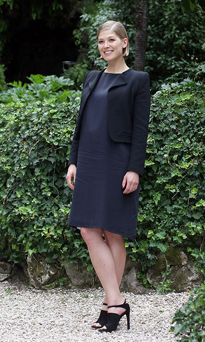 In an elegant navy blue outfit at a photocall for Gone Girl in Rome.