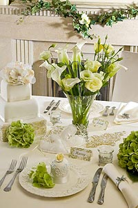 bridal,table settings, summer, colours, theme, wedding, tables, decoration, centrepieces, guests, candles, personalise, bonne fete