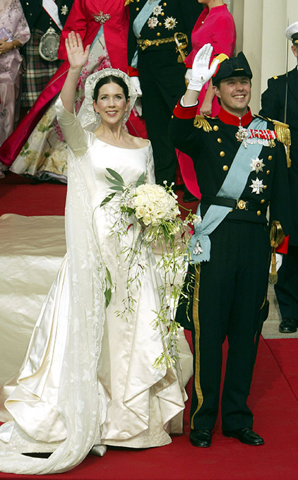 mary-donaldson-of-denmark-wedding-dress