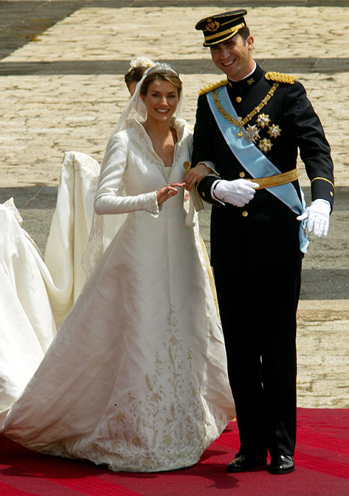 queen-letizia-wedding-dress