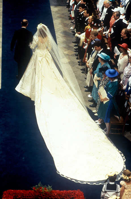 sarah-ferguson-wedding-dress-full-view