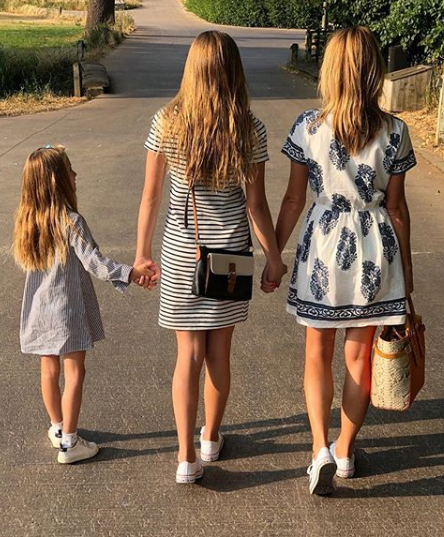 amanda holden shares rare photo of daughters on instagram. Black Bedroom Furniture Sets. Home Design Ideas