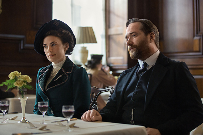howards-end-stars-matthew-macfayden-and-hayley-atwell2
