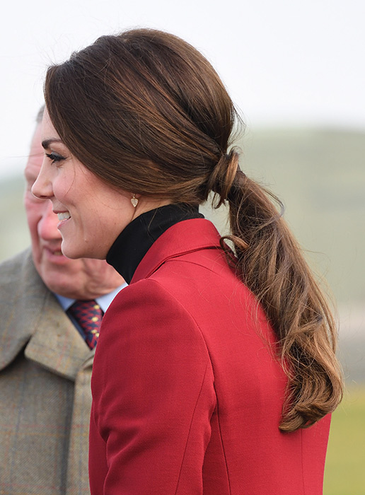 kate-middleton-pony-tail-red