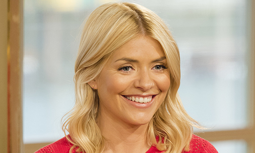 How to copy Holly Willoughby's wavy hairstyle