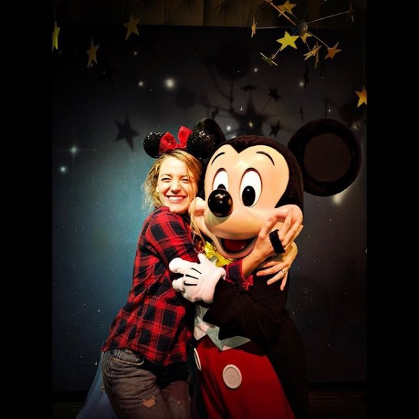 Blake-Lively-Mickey-Mouse-Disneyland