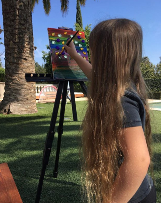 victoria-beckham-daughter-harper-painting