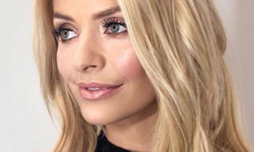 holly-willoughby-glitterlips