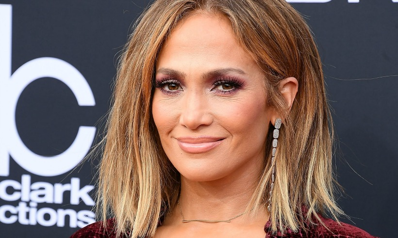 Jennifer Lopez Wore A Manicure Made From A Genuine 100 Bill