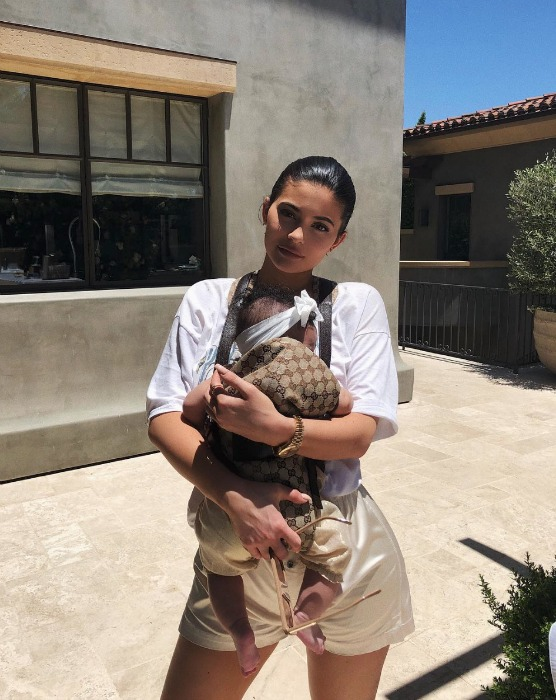 kylie-jenner-baby-carrier