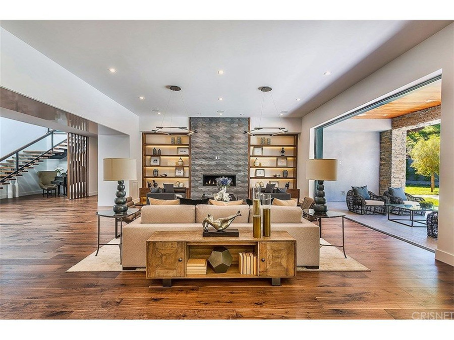 2-Kris-Jenner-living-room