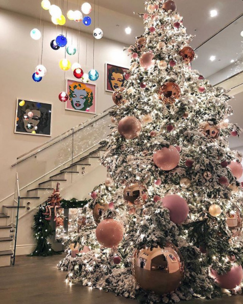 Kylie-Jenner-Christmas-tree