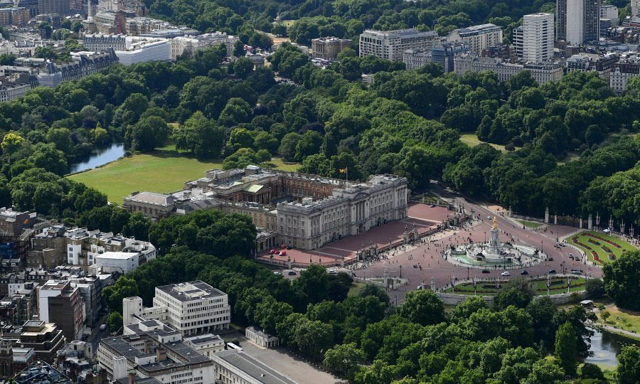 6-Buckingham-Palace-aerial-view