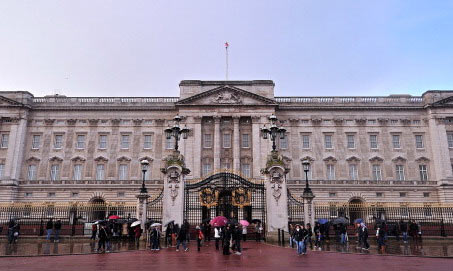7-Buckingham-Palace-gates