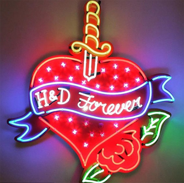 Holly-Willoughby-neon-sign