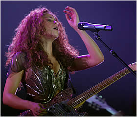 Shakira performs in Chile