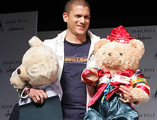 Wentworth Miller on cuddly form in Seoul