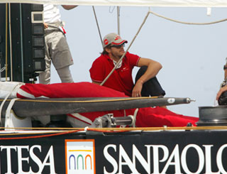 Ashton chills out on Italian yacht