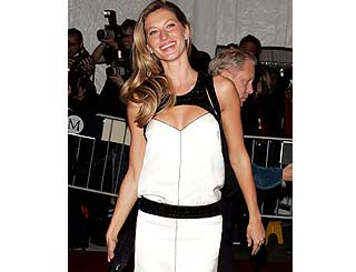 Gisele signs perfume deal