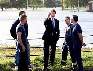 David Cameron in Worcestershire to see flood victims
