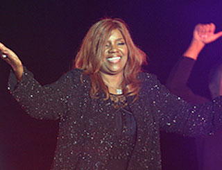 Gloria Gaynor to set up help centre in New Jersey