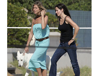 Old pals Jennifer and Courteney share down time